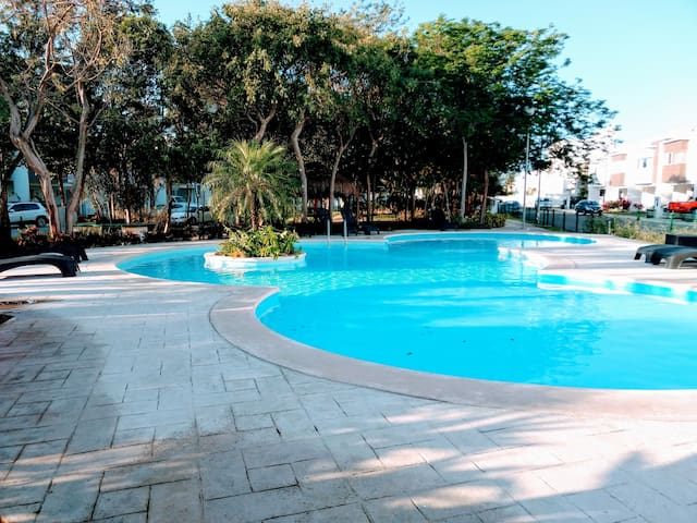 Beautiful house with pool, security near PUNTO 115