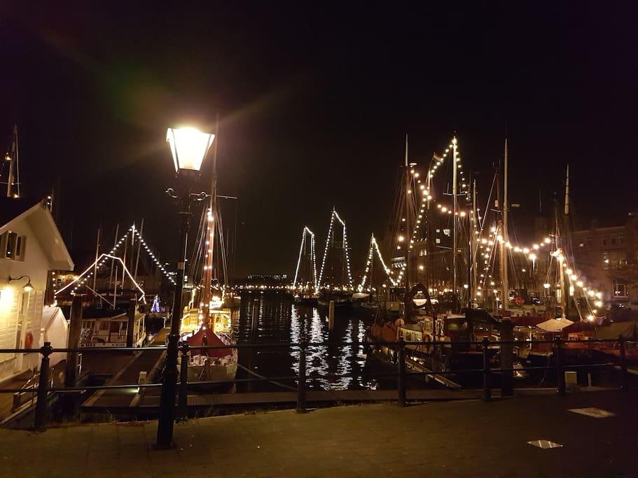 Lichtjes  op de boten in de Veerhaven