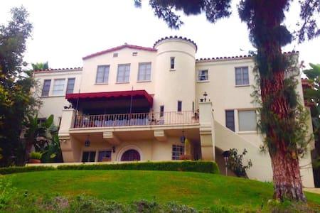 Unique Castle View Private 1Bd Spacious Suite - ホイッティア