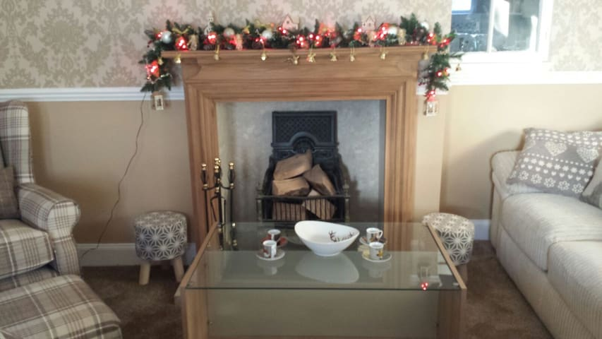 Tastefully Decorated Holiday Home sleeping 6-8
