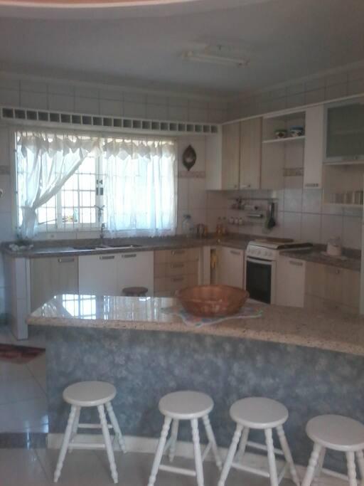 Cozinha equipada e planejada