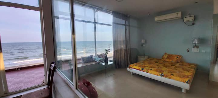 Beach Buddies: Beachfront 1bhk fully AC villa