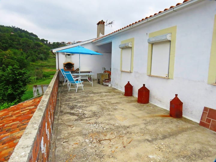 House with one bedroom in Vale de Colméias, with furnished terrace and WiFi - 50 km from the beach