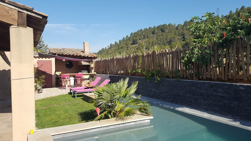 BEAUTIFUL HOUSE IN PROVENCE WITH SWIMMING-POOL - Rousset - Talo