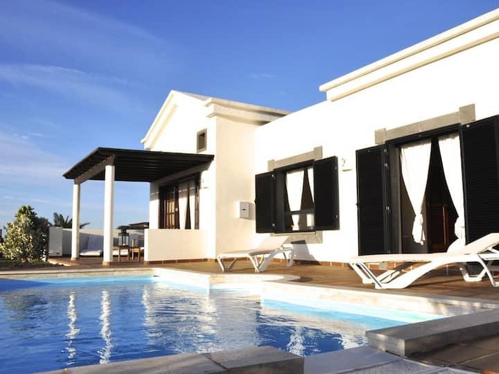 Villa con Piscina privada, WiFi y Vistas al Mar