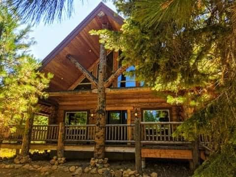 Log  Cabin In the Cascades