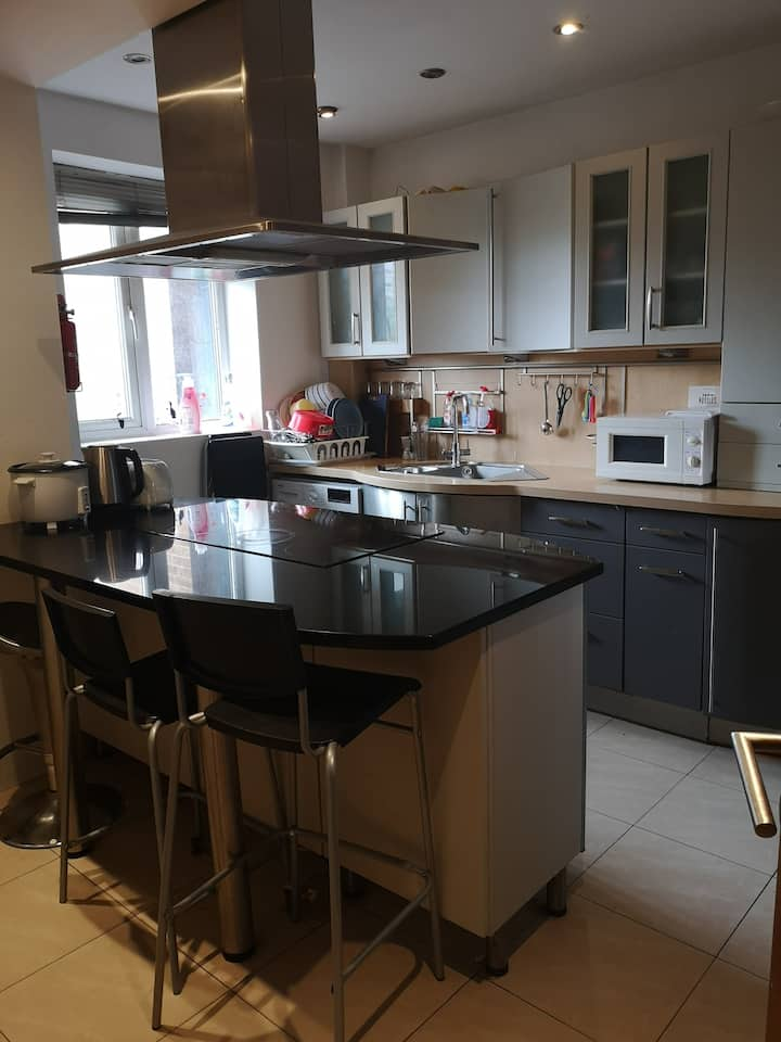 Double in Hoxton (professional/students)- Room 3