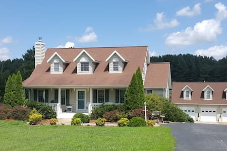 Quiet Heart of VA  Alpaca Farm in Farmville - Farmville - Apartment