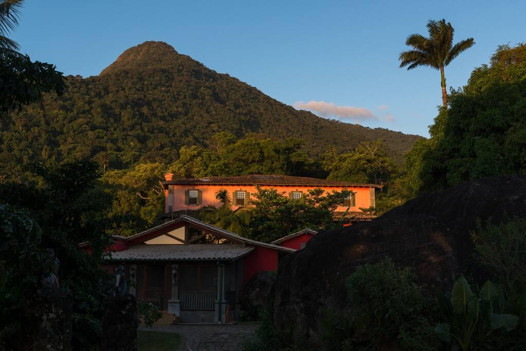 Pico do Baepi ao fundo