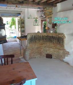 breath-tak. tusc. stone hut& pool