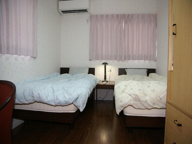 [1min walk->Imazaike bus stop]Twin room+ free Wifi