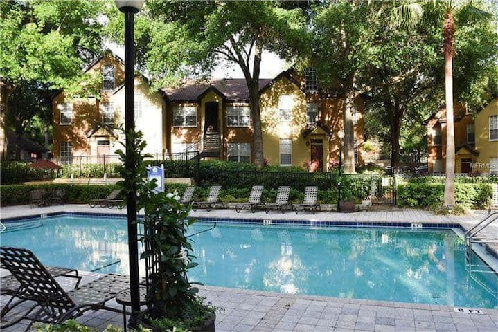 Cozy Orlando close to Disney World