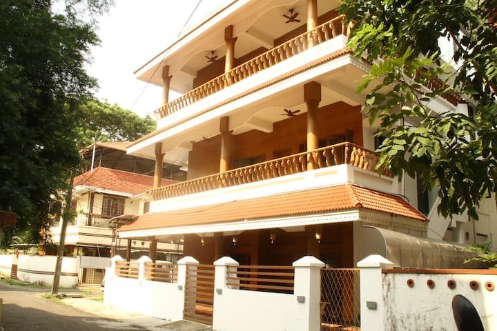 Nirvana Inn- a fresh new stay in Fort Kochi/Room 4