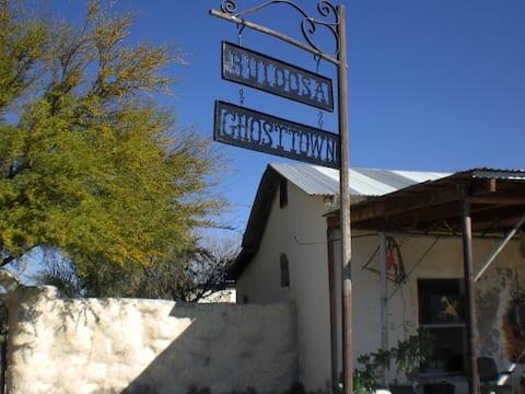Ruidosa Ghost Town Inn