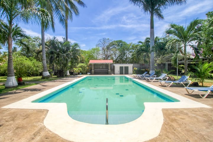 Villa w/ shared pool, beautiful gardens & great location - walk to the beach.