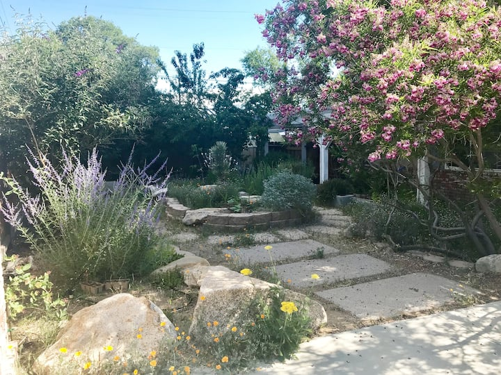 Home Street Studios - House in Bishop, CA