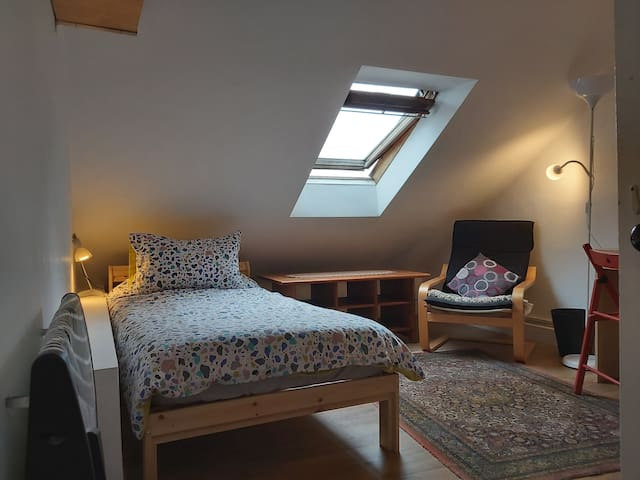 Small but cosy room in a Marchmont, Edinburgh