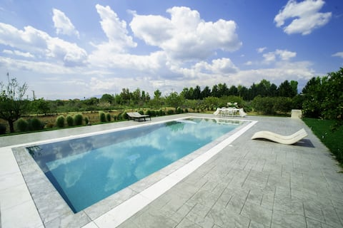 Luxurious private villa with swimming pool!
