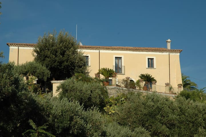 B&B Al Castello Amantea - Amantea - ที่พักพร้อมอาหารเช้า