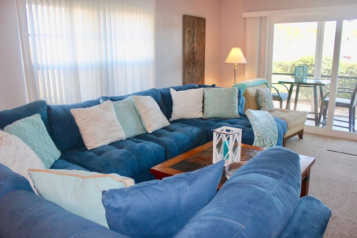 Beachy condo with shared pool, right across the street from the beach!