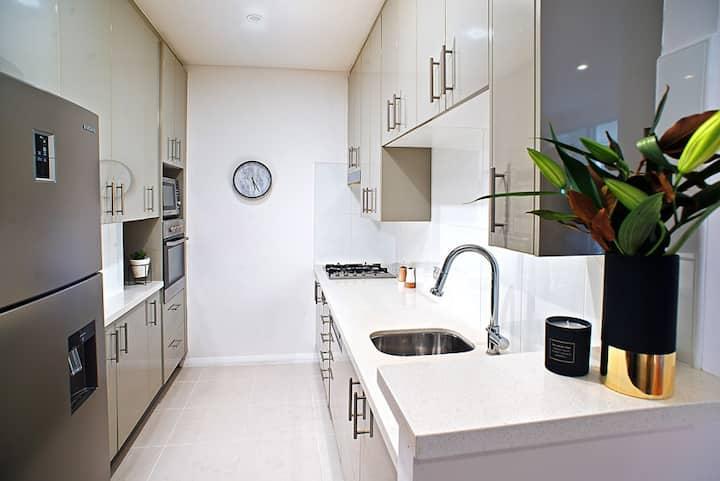 Convenient house-sized apartment