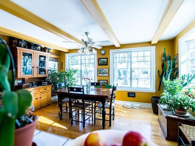 Spacious and bright home - Pointe-Claire - House