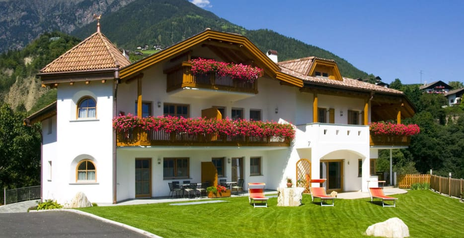 """Cosy holiday apartment """"Tischlerhof - Typ C"""" with Wi-Fi and mountain view; parking available"""