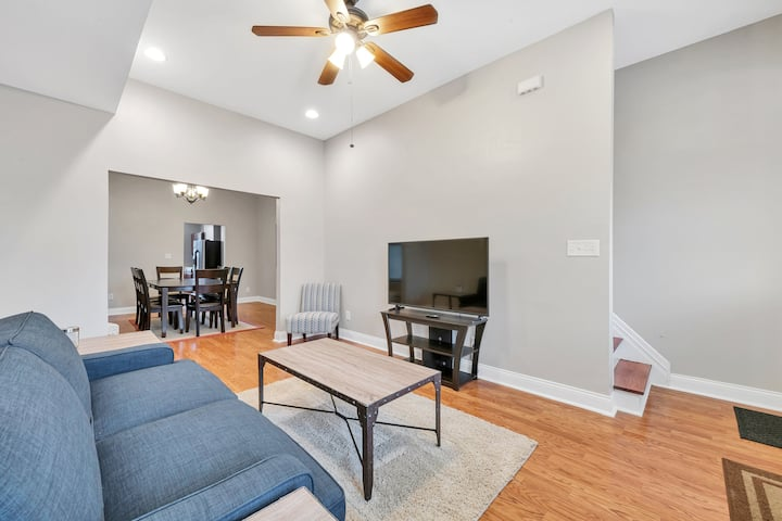 St. Louis Townhome-Perfect for Groups!  Side B