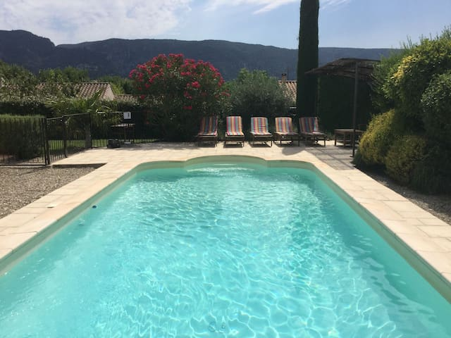 Charming vacation rental with a swimming pool in the heart of Luberon Natural Park