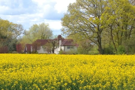 Lovely country home, near to London and villages - Hus