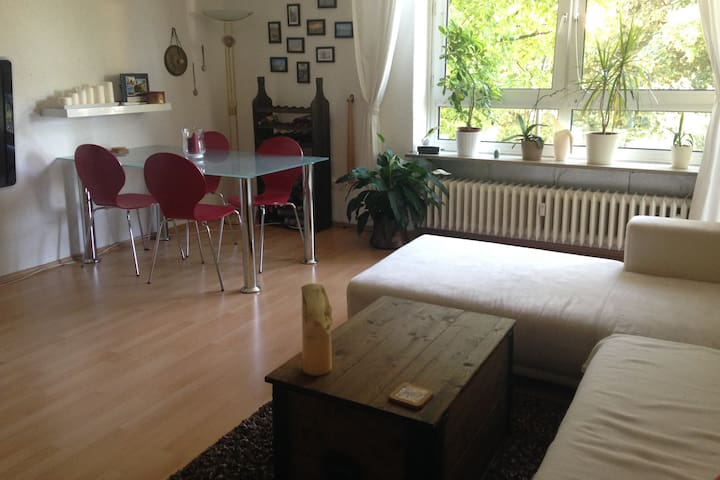 Beautiful Apartment with Balcony in Great Location - München - Apartment