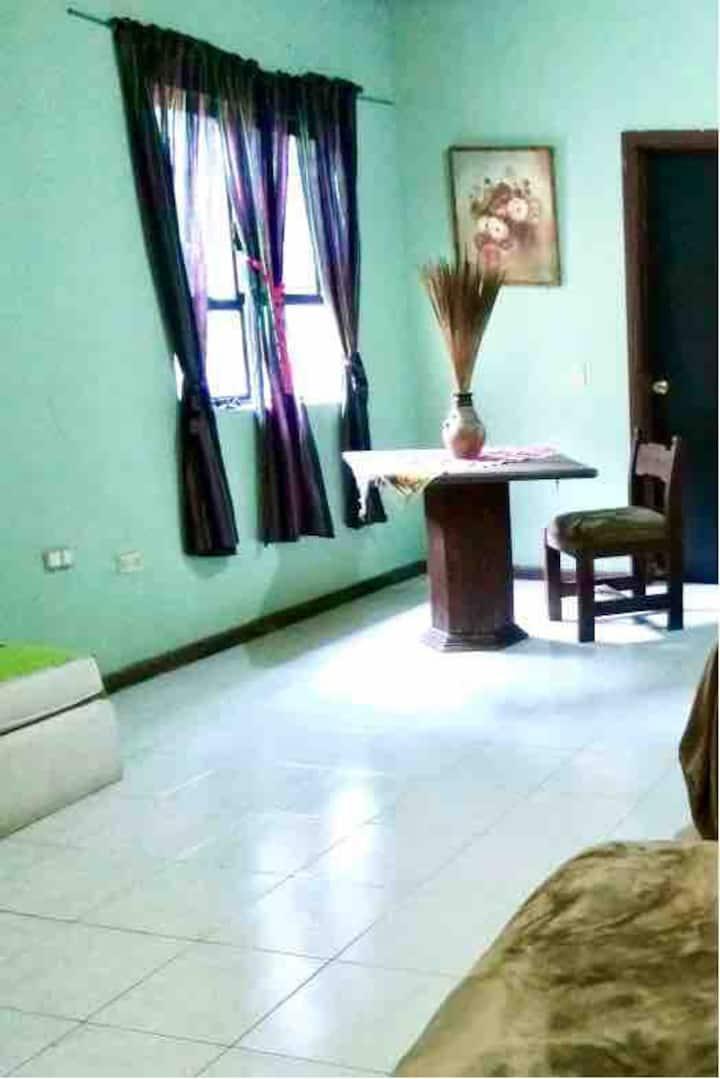 Santiago Recámara para 2 personas/ baño compartido