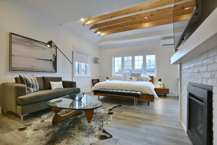 VanderMarck Suite 102 - Studio