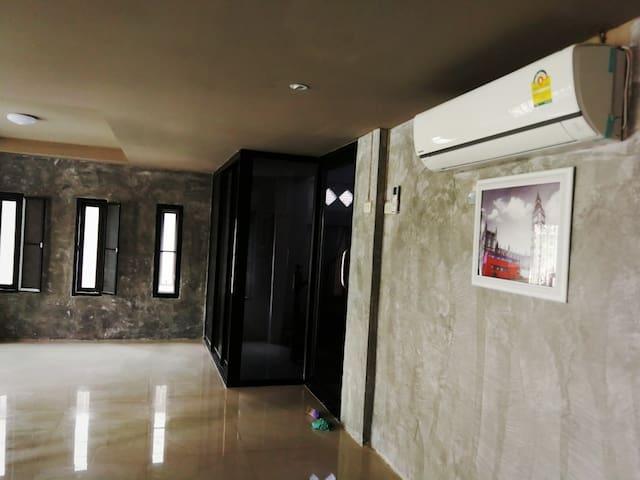 บ้านริมน้ำ