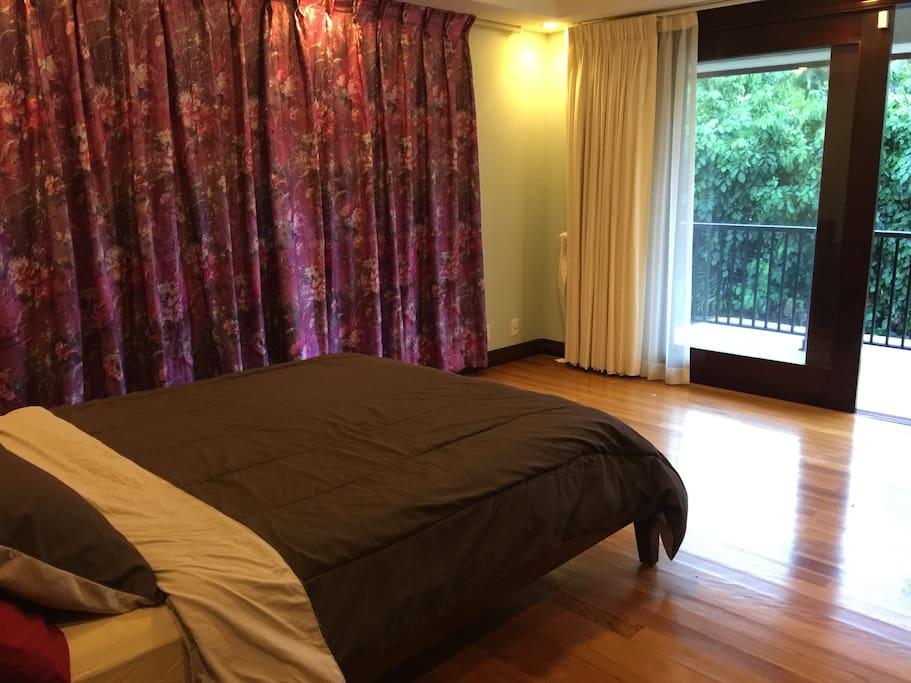bedroom 4 with queen size beds