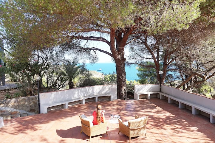 Villa with Mediterranean gardens and sea views!