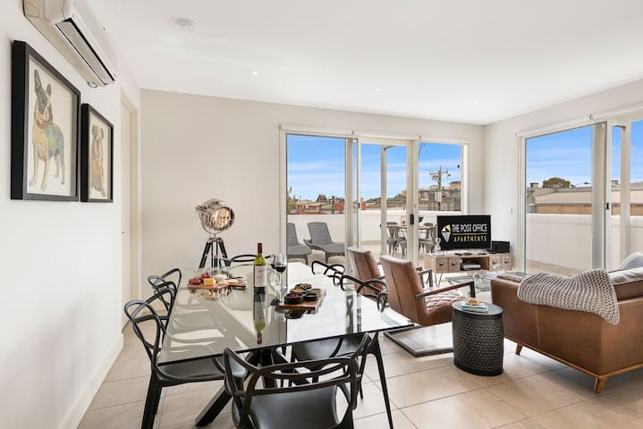 2 Bed 2 Bath Apartment in St Kilda East