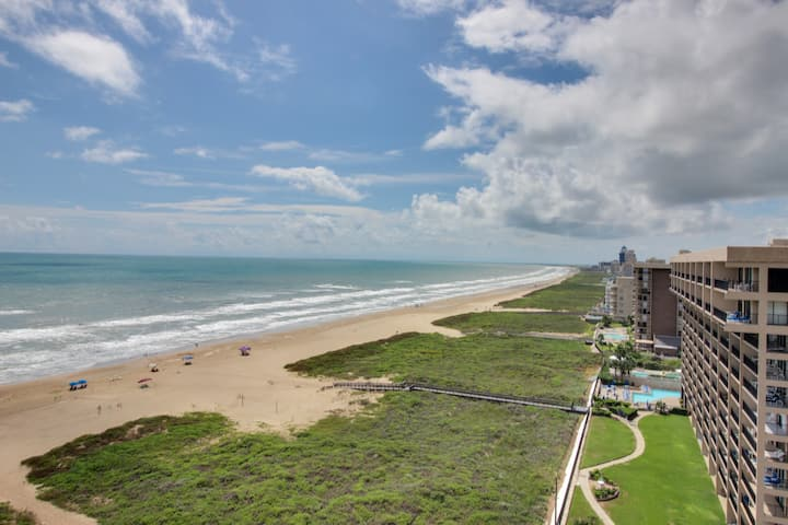 Beautiful waterfront condo w/ shared hot tub, shared pool, & beach access