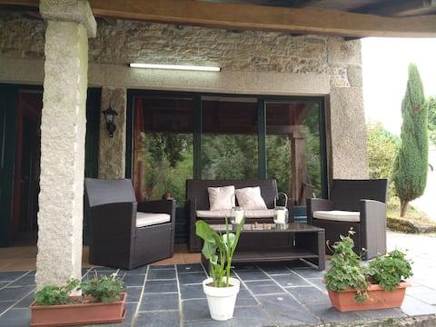 Preciosa casa de piedra en un entorno único.