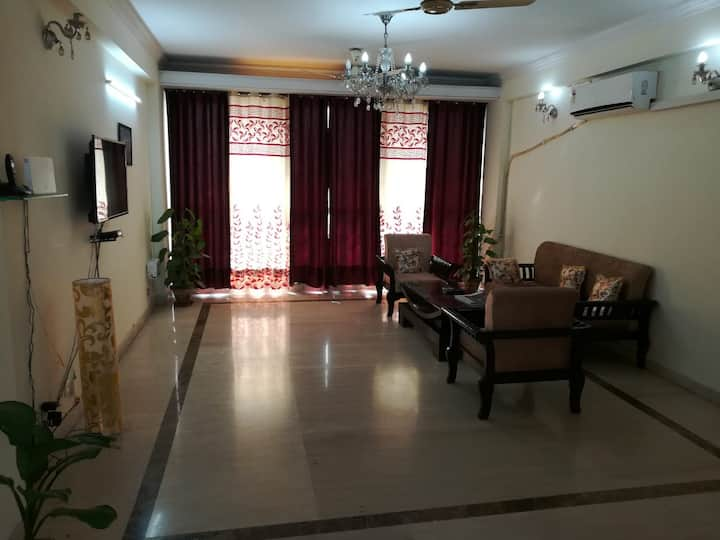 4 BHK apartment near filmcity and sector 16