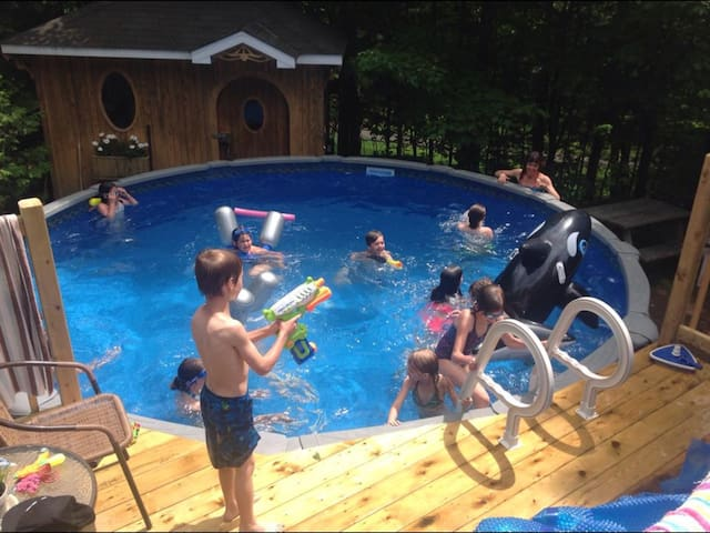 Maison champêtre avec piscine - Val-Morin - Casa