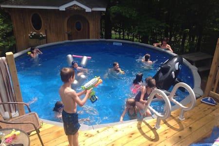 Maison champêtre avec piscine - Val-Morin