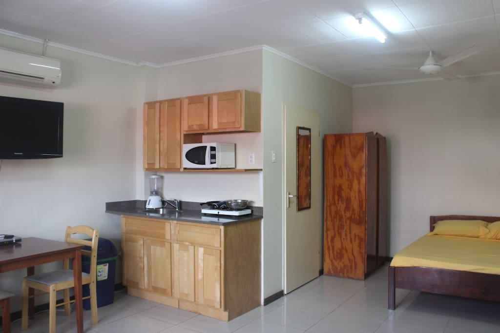 Every room has its kitchen, diner table, Internet , cabletv, bathroom and is located in the center of Curacao.
