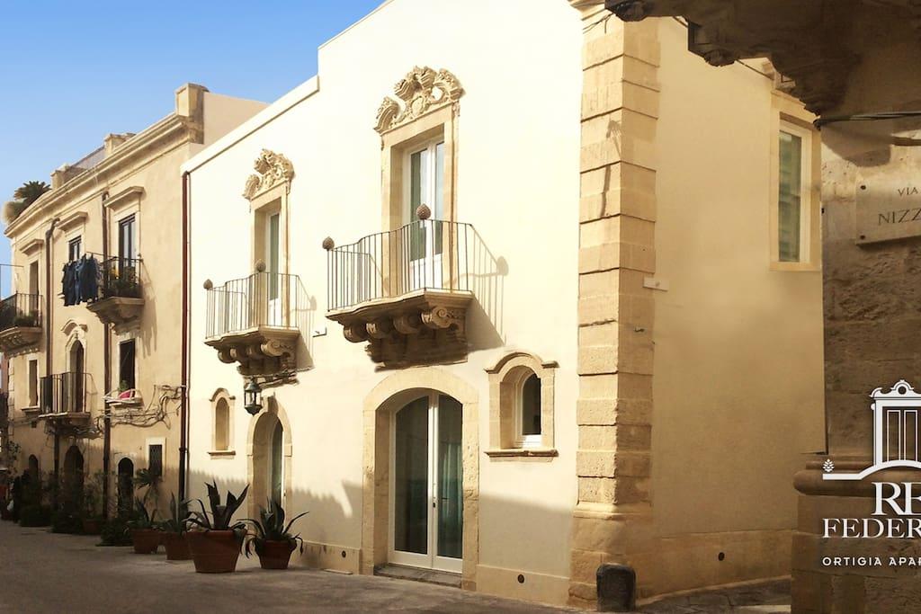 Palazzo Re Federico
