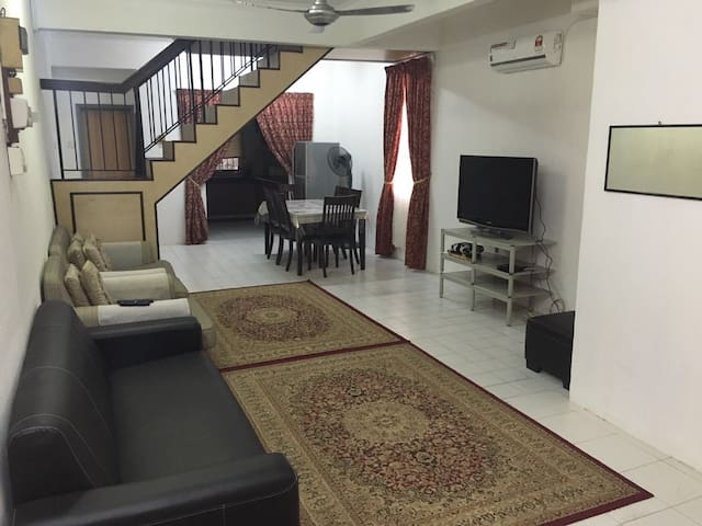 Amanda's Homestay - Batu Caves - House