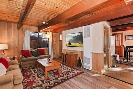 """88 Acres Lodge"" W/Hot Tub!"