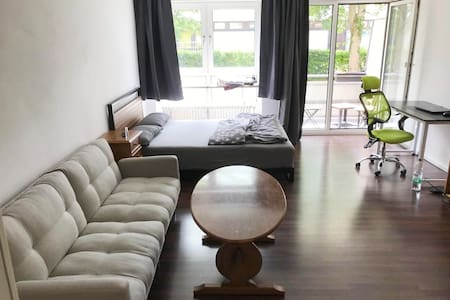 Studio-Apartment mit privatem WC & Eingang