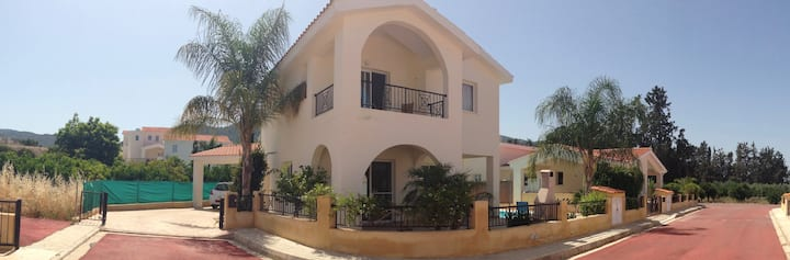 Luxury 3 Bed Villa, with private pool and parking