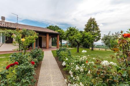 Wunderschönes Haus mit Garten und Seeblick - Lazise - 別荘