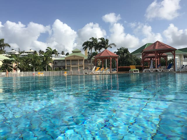 ANSE DES ROCHERS TI KAZ KREOLE / plage/piscine
